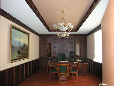 натяжные потолки в офисе. Фото.