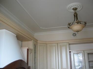 Натяжные потолки, встроенные элементы. Фото.